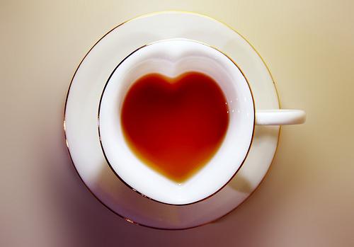 tea-in-heart-shape-cup