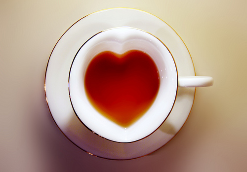 tea-in-heart-shape-cup