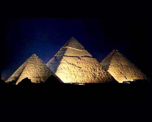 Pyramids3Night