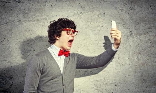 kozzi-5338734-young_man_shouting_at_his_mobile_phone-930x558.jpg