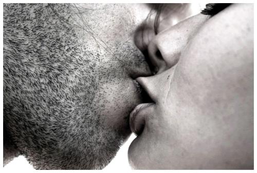 03 Romantic-Kiss.jpg