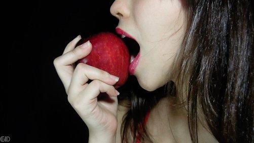 9998-a-beautiful-woman-eating-an-apple-pv.jpg