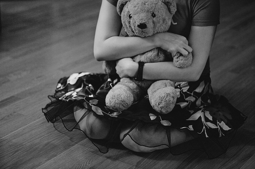 black-and-white-cute-girl-hug-teddy-bear-favim.com-1126881.jpg