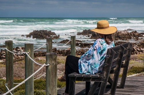 woman-sitting-1232880_640.jpg