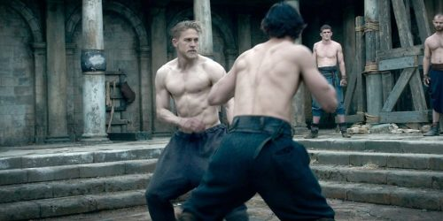 Charlie-Hunnam-Workout-2-1024x512