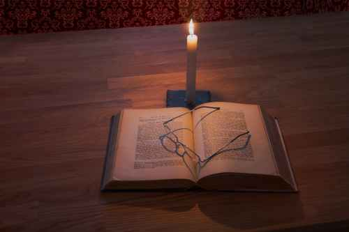 read by candle